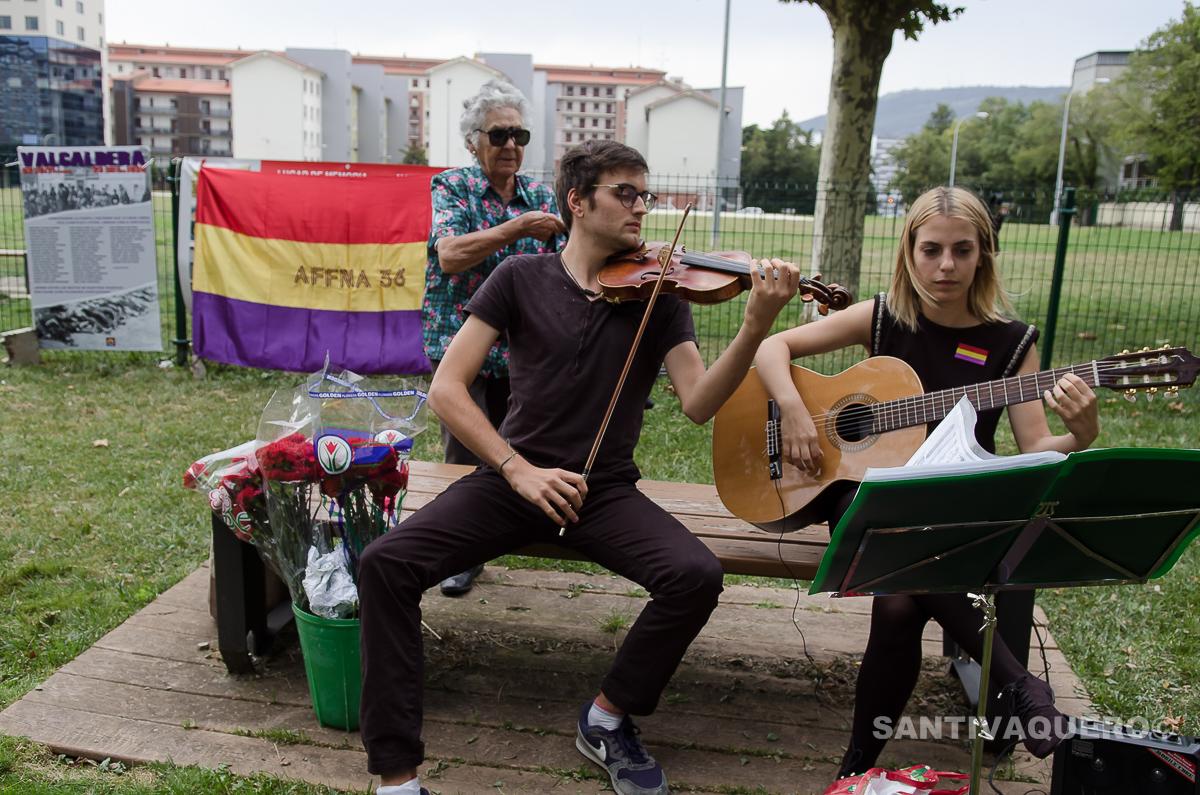 Acto en Iruña, en el solar de la antigua cárcel, en honor a los fusilados en Valcaldera (23/08/2017)